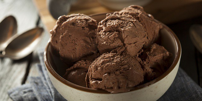 cara-membuat-es-krim-coklat